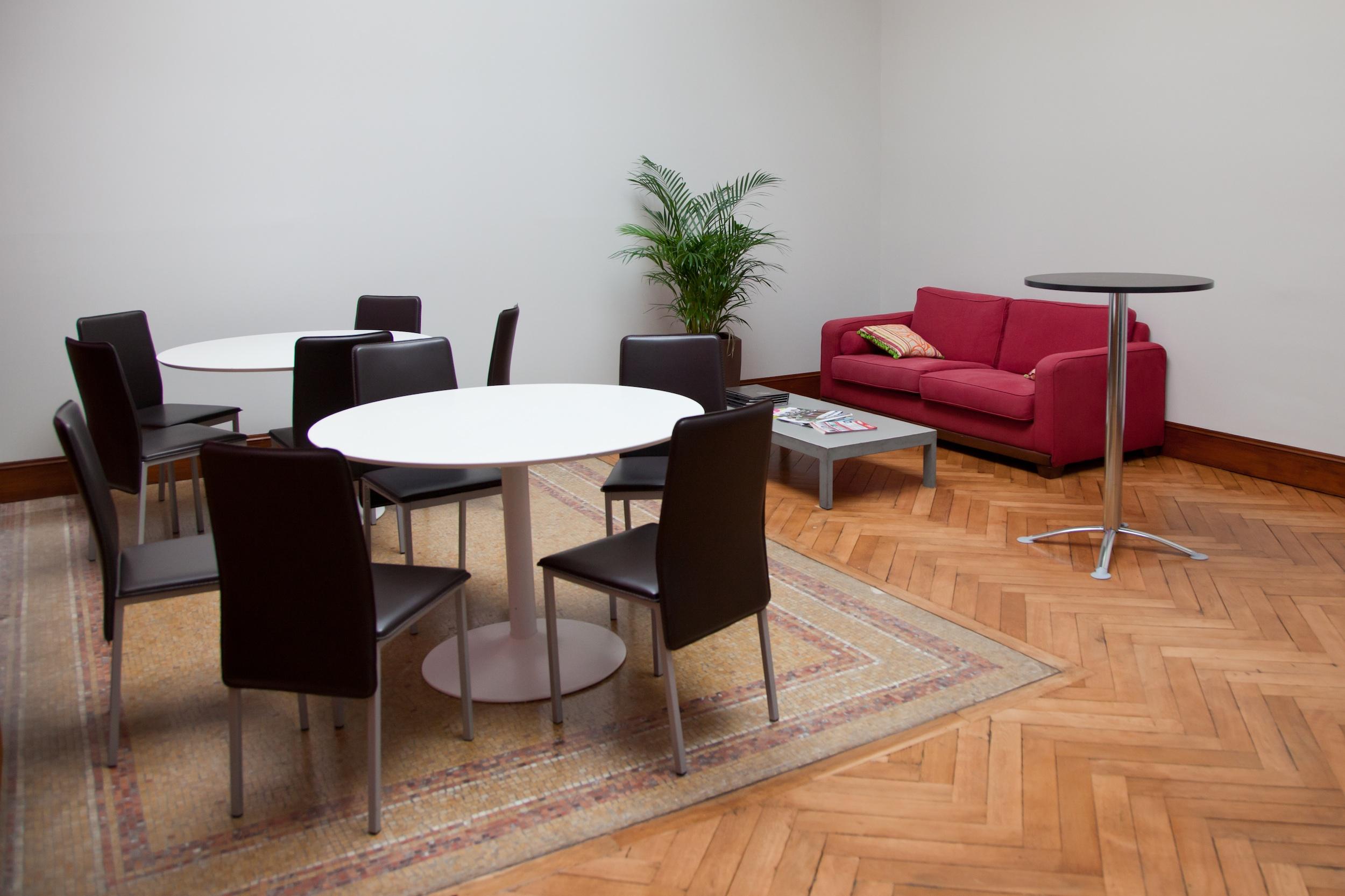 le c pitole espace d 39 entreprise les avantages du bureau sans les inconv nients le c pitole. Black Bedroom Furniture Sets. Home Design Ideas